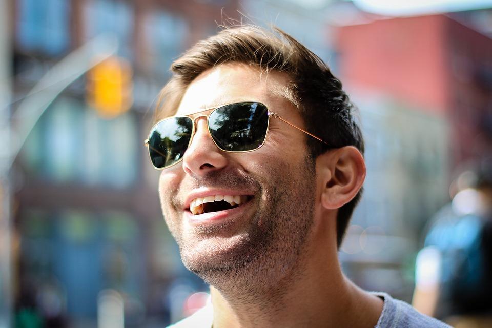 Ne choisissez pas la couleur de vos lunettes solaires au hasard